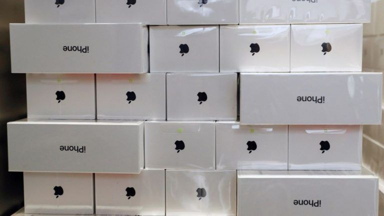 Čo nájdeme v balení nového iPhonu? Máme pre vás odpoveď.