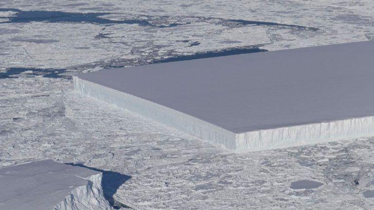 NASA našla ľadovec, ktorý vyzerá akoby bol odkrojený nožom.
